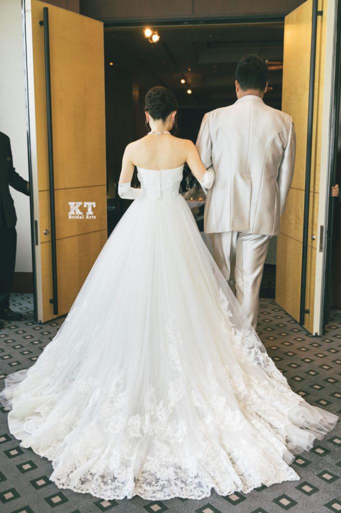 結婚式カメラマン髙栁豪志/披露宴入場のバックショット
